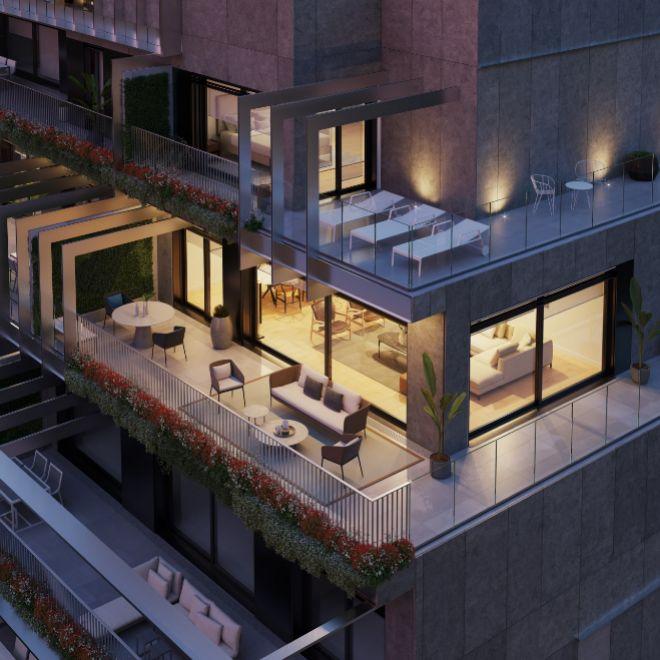 La construcción tiene forma escalonada, lo que permite que todas las terrazas sean descubiertas.
