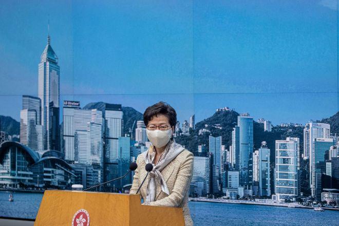 Carrie Lam, jefa del Gobierno autónomo de Hong Kong, en una rueda de...