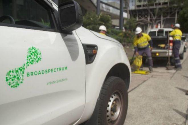 Trabajadores de Broadspectrum realizando tareas de mantenimiento.