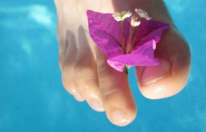 La relajación y el descanso empiezan por los pies: productos para masajearlos y calzado para cuidarlos
