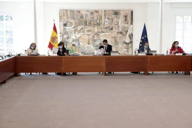 El presidente del Gobierno, Pedro Sánchez (3L) y los vicepresidentes Nadia Calviño (1L), Carmen Calvo (2L), Pablo Iglesias (2R) y Teresa Ribera (1R) durante el lt;HIT gt;Consejo lt;/HIT gt; de lt;HIT gt;Ministros lt;/HIT gt;, que aprobará un Real Decreto sobre el nuevo Plan Renove, que dispondrá de 250 millones de euros para la renovación del parque automovilístico español, en Madrid (España), a 30 de junio de 2020. 30 JUNIO 2020 lt;HIT gt;CONSEJO lt;/HIT gt; DE lt;HIT gt;MINISTROS lt;/HIT gt;;PLAN RENOVE; Moncloa 30/06/2020