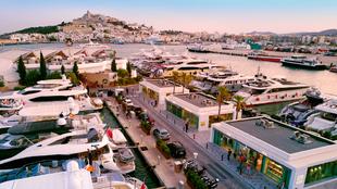 Las instalaciones de Marina Ibiza, con vistas al centro histórico de...