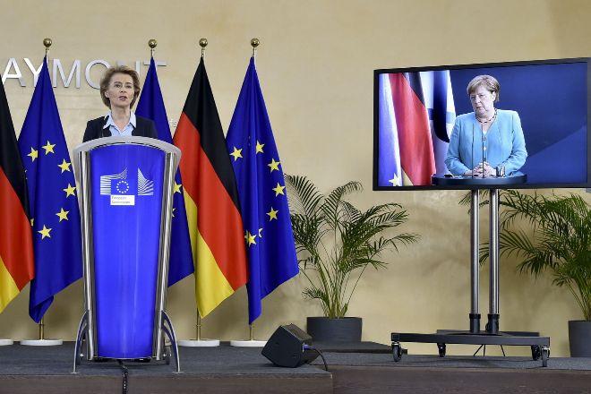 """Merkel pide a la UE una respuesta """"contundente"""" ante """"la mayor crisis de su historia"""""""