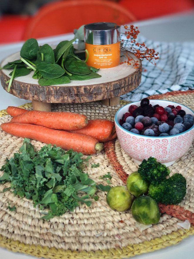Los siete superalimentos que integran la fórmula de Clinique y el plato de Superchulo.
