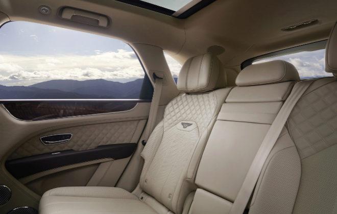Interior parte trasera del renovado Bentley.