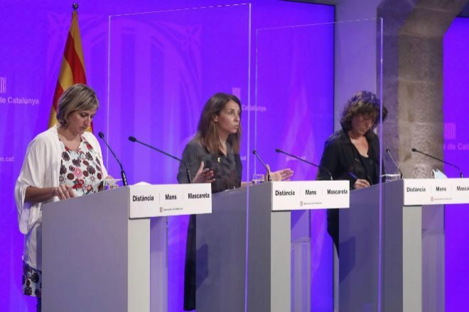 Las conselleras de Salud, Alba Vergés (i), de Agricultura, Ganaderia,...