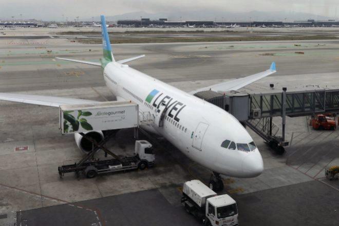 Avión de la aerolínea Level en el Aeropuerto de Barcelona-El Prat.