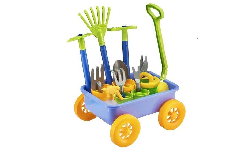 Cometas, tiendas de campaña en miniatura, prismáticos de exploradores, mini barbacoas y otros juguetes infantiles ideales para el verano