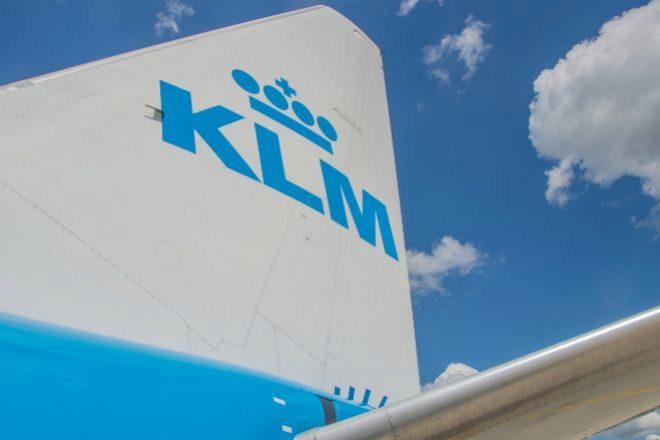 Cola de un avión de KLM.