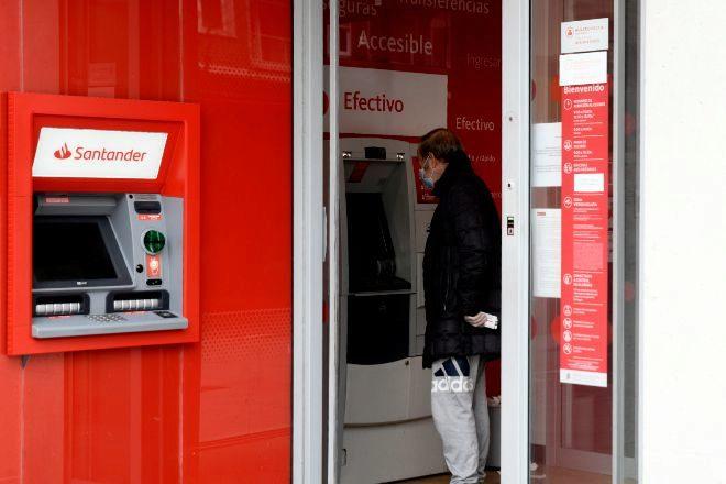 Cajero en una sucursal del Banco Santander.