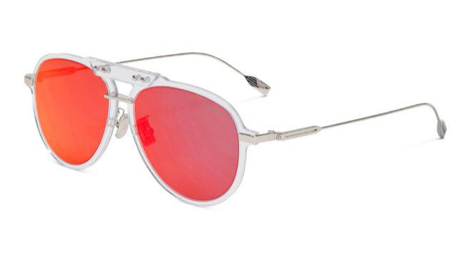 Versión con montura transparente del modelo Bridge con lentes espejadas rojas, 350 euros.