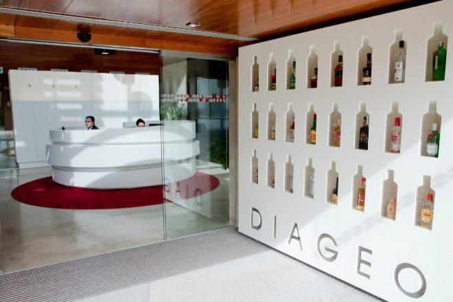Diageo lanzará whisky Johnie Walker en botellas de papel en 2021