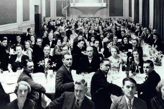 Socios y abogados de Linklaters durante una cena celebrada en 1939.