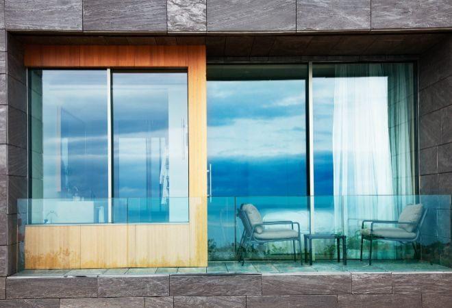 Vista desde el exterior de la terraza de una de las habitaciones Dobles del hotel.