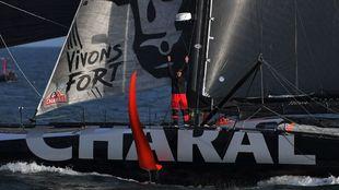 Beyou celebra su victoria a bordo del Charal, que muestra su...