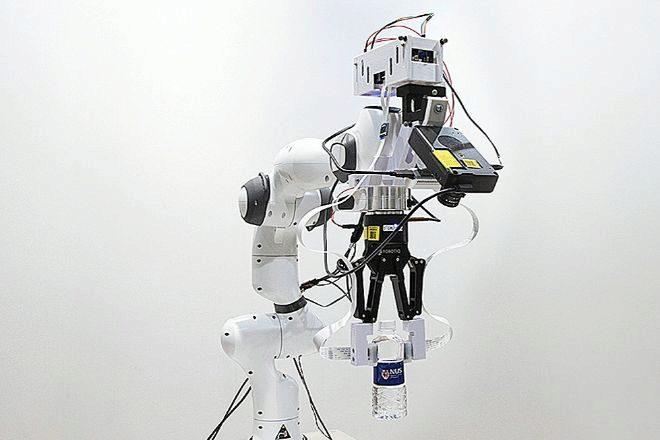 El brazo robótico desarrollado por investigadores de la Universidad...