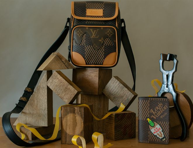 Bolso messenger Nano Amazone, 1.450 euros; cartera, 295 euros.