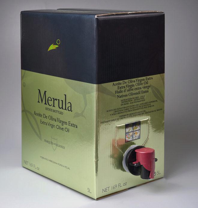 Bag in box. Uno de los mejores envases, pues nunca entra la luz y el envase interior se va encogiendo, lo que evita que entre el oxígeno, en 5 litros (40 euros).