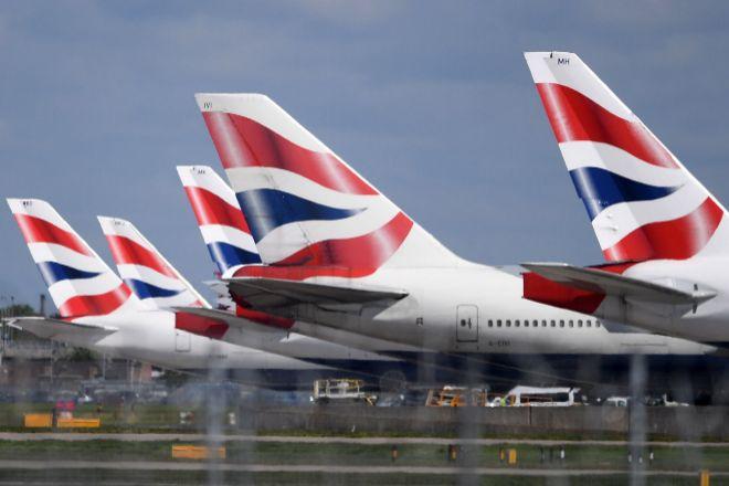 Aviones de British Airways en el aeropuerto londinense de Heathrow...