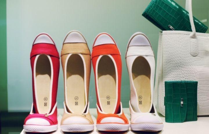 Zapatos y bolsos con descuentos de hasta el 75% de marcas como Tommy Hilfiger, Geox o Guess