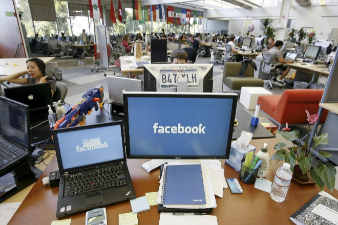 Dime dónde teletrabajas en Facebook y te diré cuánto ganas | Empleo
