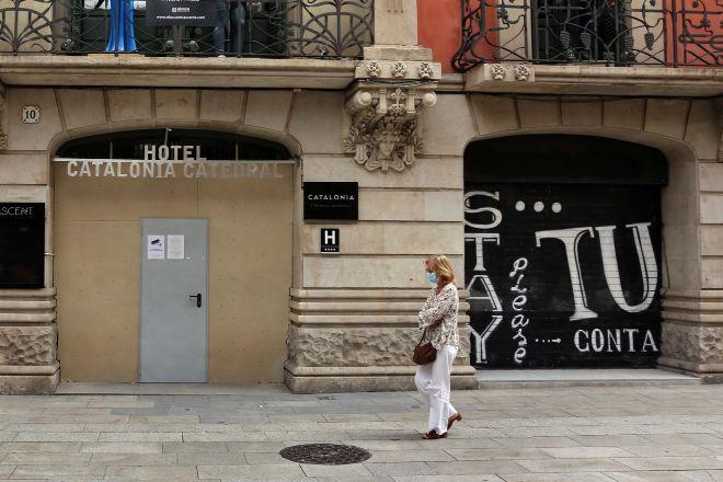 Un hotel situado en el centro de Barcelona, que permanece cerrado en...