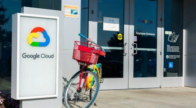 Entrada de empleados del Campus Google Cloud en Sunnyvale (California,...