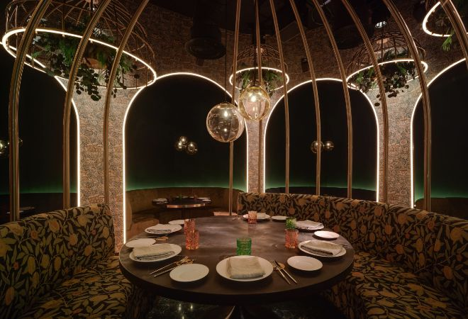 La mesas de los restaurantes fueron diseñadas para crear microespacios que garantizan el distanciamiento social.