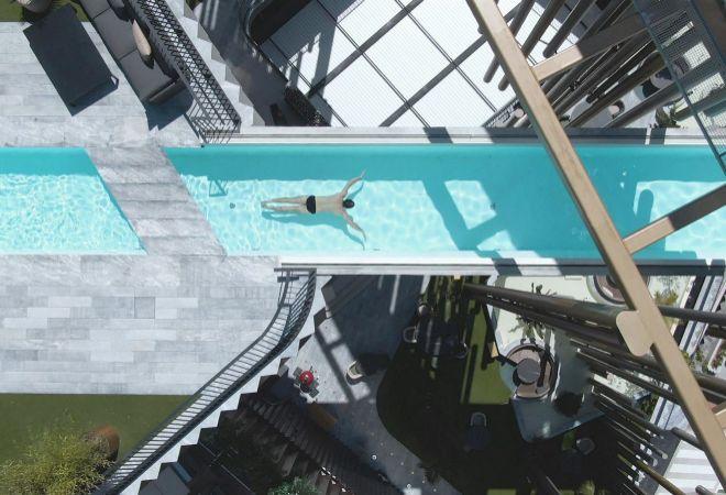 Imagen aérea de la piscina que, al apoyarse únicamente en dos núcleos centrales de hormigón, genera vuelos de hasta 22 metros de longitud.