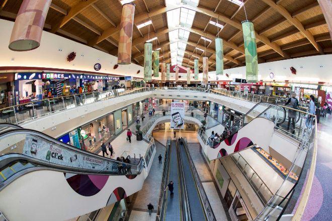 Interior del centro comercial El Rosal (Ponferrada) del grupo Lar...