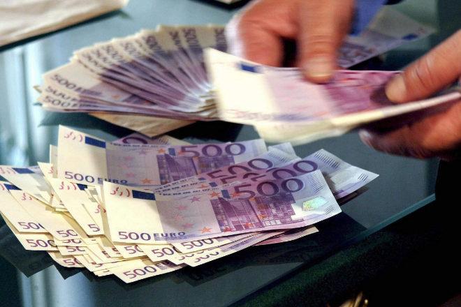 Tres años y medio de cárcel por transportar 100.000 euros en billetes falsos