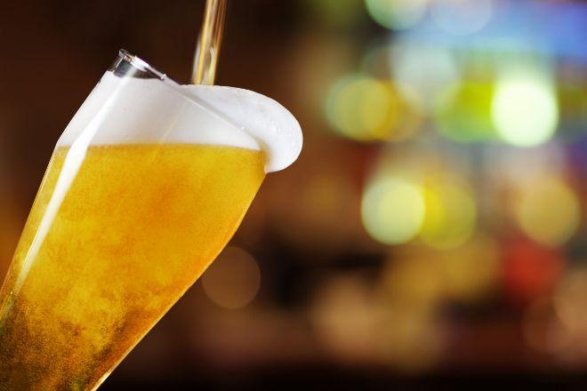 El impuesto a la cerveza resiste como el único especial que aumenta su recaudación hasta junio