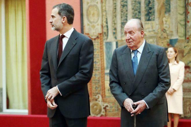El Rey Felipe VI con su padre, el monarca emérito, Juan Carlos I.