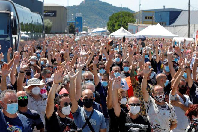 Los trabajadores de la factoría automovilística Nissan ratificaron...