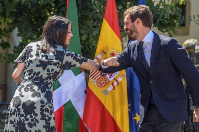 Imagen de archivo de la presidenta de Ciudadanos, Inés Arrimadas; y el presidente del Partido Popular, Pablo Casado.