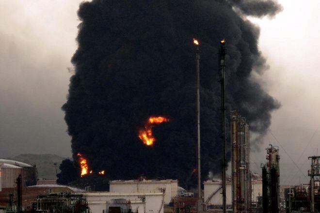 Un rayo provoca un incendio en el complejo industrial de Repsol en Puertollano