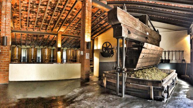 En su elaboración se sigue utilizando esta prensa de más de 125 años de antigüedad.