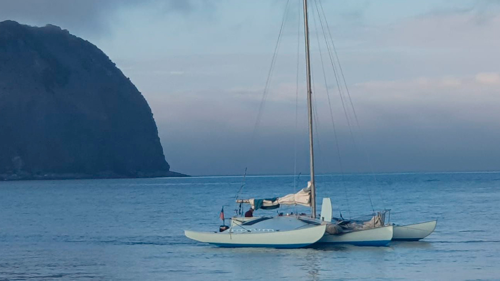 El Nandi, fondeando en Horta, en la isla Faial. | STUART ROGERSON
