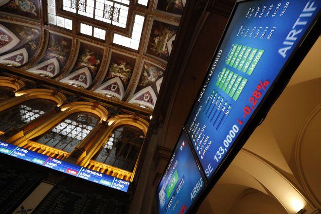 El Ibex sufre la mayor caída de agosto pero remonta el 3% en la semana