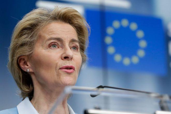 Bruselas cierra con AstraZeneca un acuerdo para comprar la futura vacuna