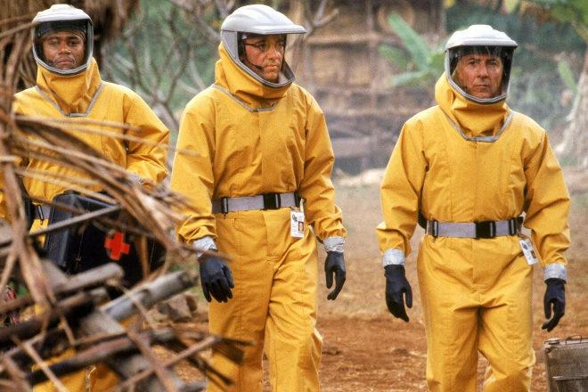 Los rastreadores de pandemias han dado protagonistas épicos al cine, como es el caso de Dustin Hoffman, Kevin Spacey y Cuba Gooding en 'Estallido' (Outbreak).