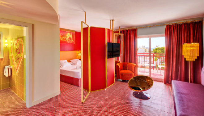 El suelo rojo fue el principio de todo el proyecto de interiorismo de Ilmio Design.