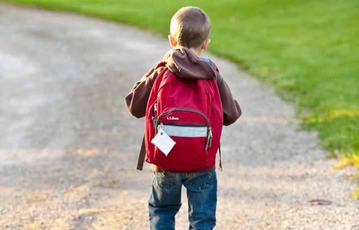 Una vuelta al cole segura... y con mochila, estuche, bolis, tijeras, pinturas y todo el material necesario