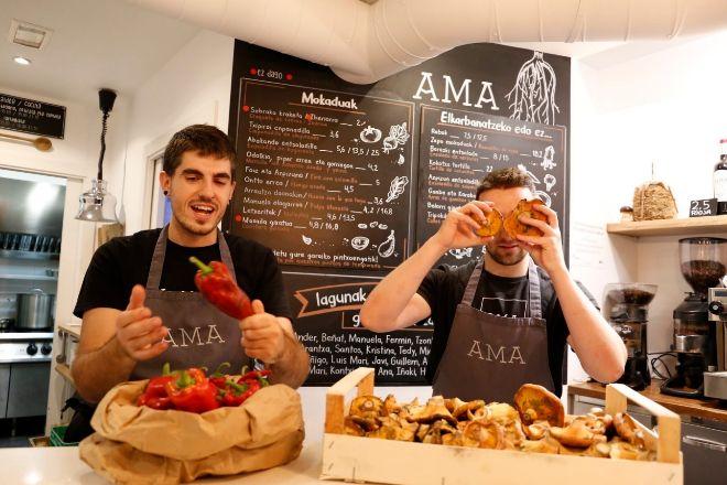 Javi Rivero y Gorka Rico, dueños de AMA, en Tolosa, donde preparan la apertura de Magala.