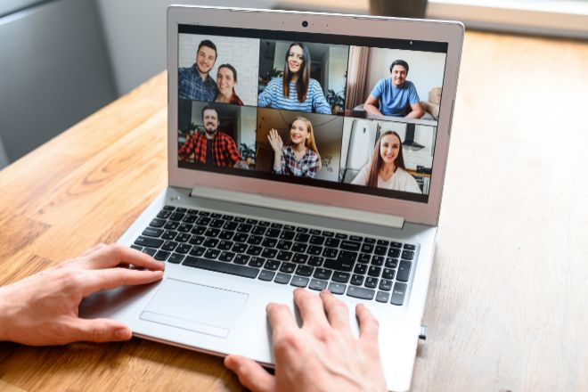 Zoom pronostica aumento en ventas mientras se convierten en rutina videoconferencias