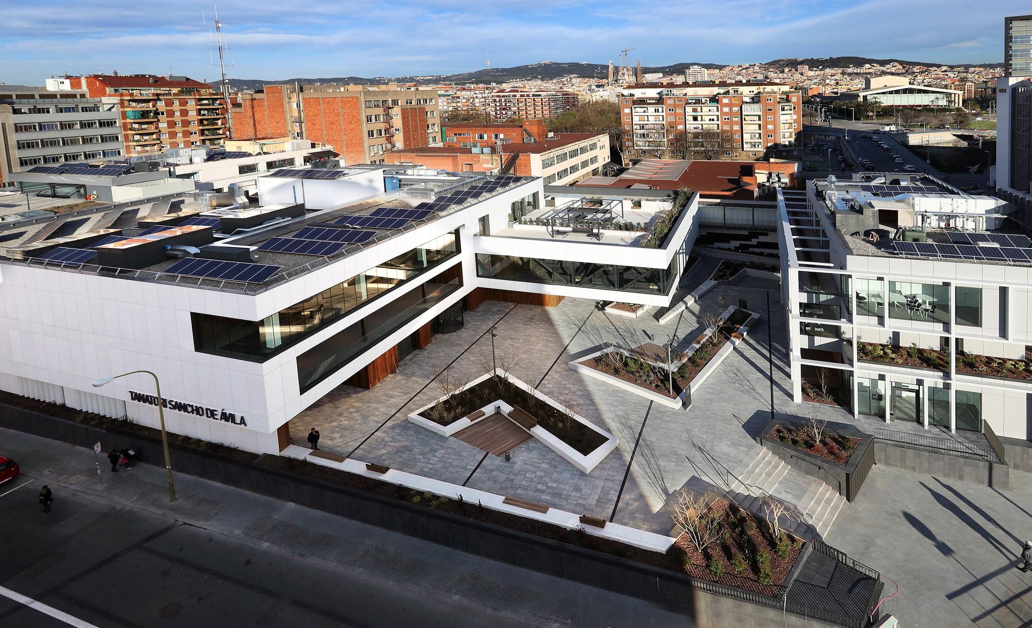 El nuevo tanatorio de Serveis Funeraris de Barcelona (SFB) en la calle...