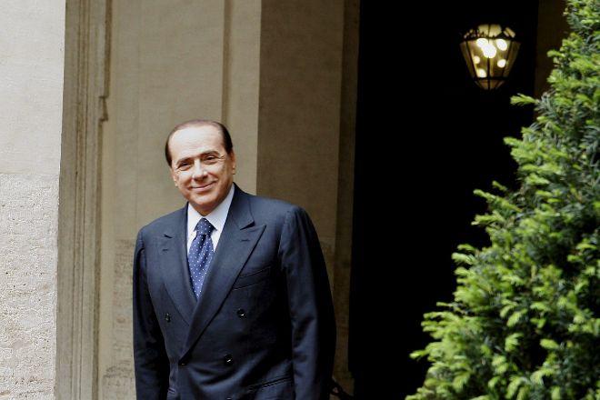Silvio Berlusconi, ingresado en un hospital de Milán tras dar positivo en  Covid-19 | Política
