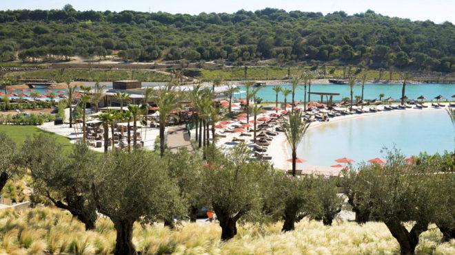 Vista del espectacular proyecto de playa artificial y <em>beach club</em> en Sotogrande.