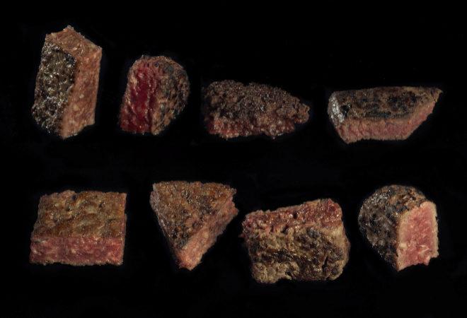 Las ocho mejores carnes para una hamburguesa gourmet. e izquierda a derecha y de arriaba abajo: Ternera de Aliste IGP, Búfalo, Bos Taurus Primigenius, Ternera Pastuenca, Vaca Rubia Gallega, Buey Rubia Gallega, Wagyu y Buey Raza Parda Alpina.