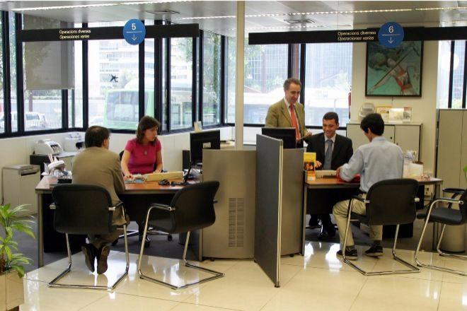 Interior de una oficina bancaria.